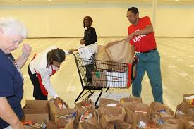 salvation army thanksgiving volunteer salvation army provides thanksgiving for 300 in need tbo com