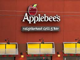 day before thanksgiving at the world s largest applebee s