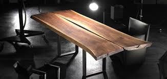 table cuisine bois brut table en bois massif style industriel et élégance suisse table