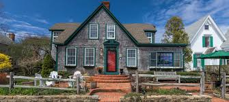 snug cottage bed and breakfast in provincetown massachusetts