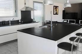 cuisine granit noir modèle cuisine granit noir