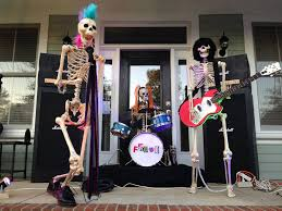 Fun Halloween Decoration Ideas This Family Rules Pretty Scary Pinterest Family Rules