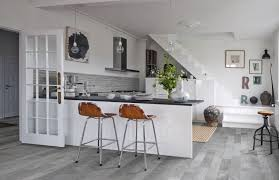 wall tiles for white kitchen cabinets what colour tiles go with a white kitchen roccia roccia