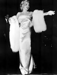 Marilyn Monroe Costume Halloween Red Carpet Marilyn Monroe Marilyn Monroe Halloween Costume Ideas