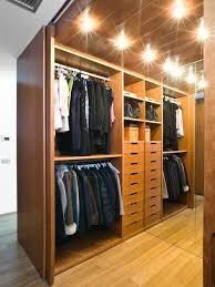 immagini cabine armadio foto e idee per cabine armadio cabine armadio con ante in legno