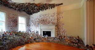 plantes dans une chambre andrea métamorphose sa chambre en y figeant des milliers d animaux