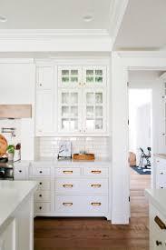 cuisine carrelage metro design interieur buffet cuisine blanc vintage tiroirs portes