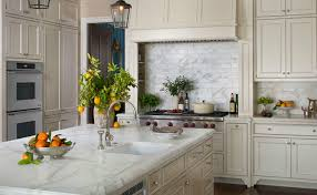backsplash for cream cabinets cream kitchen cabinets design ideas