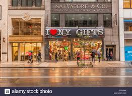 i ny gift shops 5th avenue manhattan york city united