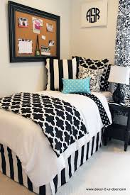 Bedroom Decorating Ideas With Black Furniture 363 Best Black White U0026 Accent Colors Images On Pinterest Home