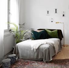 recouvrir canapé relooker canapé 8 idées pour lui donner un nouveau souffle