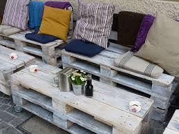 canapé exterieur en palette comment fabriquer un salon de jardin en palettes recyclées