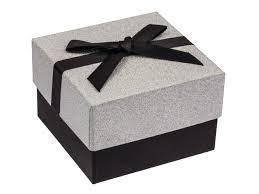 boite emballage cadeau en carton boîte à cadeaux carrée carton pailleté argent et ruban satin noir
