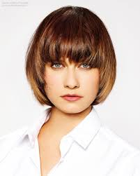 hairstyles that frame the face feminine short hairstyle with wisps that frame the face