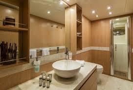 salle de bain de bateau bateau à moteur mythos à louer en grèce et turquie luxury
