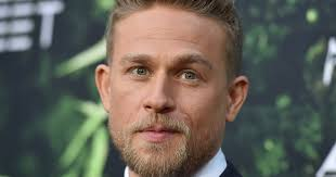 how to get thecharlie hunnam haircut charlie hunnam says he has a crush on david beckham and like