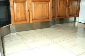 crochet cuisine inox plinthe pour cuisine aspirateur sweepovac pour plinthe de cuisine