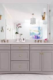 Win Bathroom Makeover - this outdated bathroom makeover is a before and after win