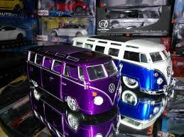 volkswagen microbus 1970 versus 1 24 volkswagen bus de maisto vs volkswagen bus 1962 de