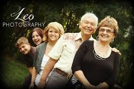great family photography pose with grandparents and