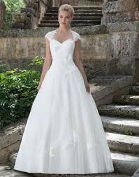 brautkleider fã r kleine zierliche frauen brautkleid in a linie mit spitze und ärmeln by lafanta wedding