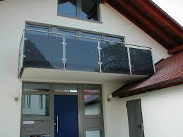 balkon edelstahlgel nder balkongeländer mit farbigem glas hermann götz metallbau