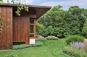 long island summer a modern pool pavilion in water mill gardenista