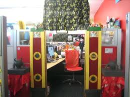Cubicle Decoration In Office For New Year Theme by Office Bay Decoration Themes Up Cubicle Decorating Theme Office