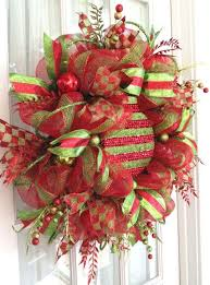 attaching large ornaments to wreaths trendy tree