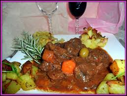 cuisiner du paleron de boeuf joue de boeuf et paleron en daube marinade accompagnés de pommes
