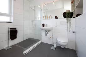 badezimmer behindertengerecht umbauen behindertengerechter badumbau pflege durch angehörige pflege