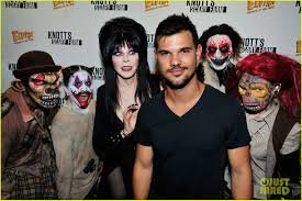 taylor lautner cozies up with elvira at knott u0027s scary farm photo