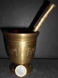 objet de cuisine ancien mortier pilon bronze objet de cuisine deco maghreb hammamet