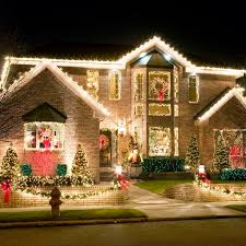 Outside Home Christmas Decorating Ideas Best 25 Exterior Christmas Lights Ideas On Pinterest Outdoor