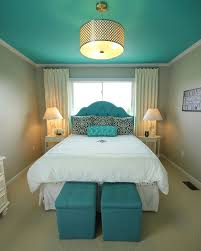 chambre turquoise et marron chambre avec plafond peint en couleur turquoise décos chambre