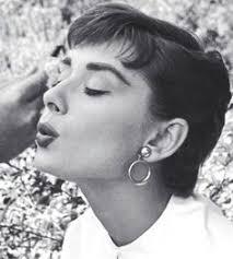 hepburn earrings hepburn fotografiado por william klein en parís francia
