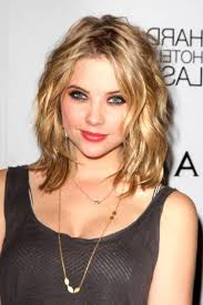 easy curly hairstyle for medium length hair 15 stylish shoulder