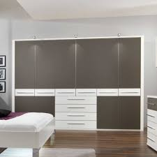 Schlafzimmerschrank Mit Tv Kleiderschrank Yavunan In Weiß Grau 300 Cm Breit Pharao24 De