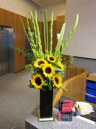 Vase Of Sunflowers 40 00 Weekly Vase Arrangement Of Sunflowers And Gladioli Flowers
