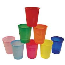 piatti e bicchieri di plastica colorati in francia dal 2020 stop a stoviglie in plastica usa e getta