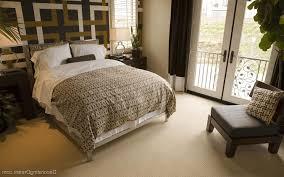 elegant bedroom decorating ideas flower patterned gray wallpaper