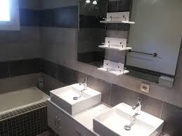 salle de bain provencale grande bastide provencale en pierres avec piscine et tennis prives