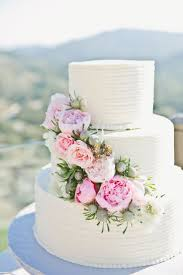 wedding cake icing best 25 white wedding cake icing ideas on almond