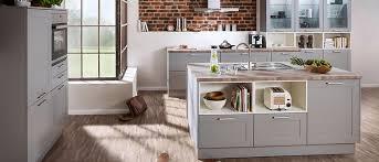 landhausküche grau grau kupfer metallic neue trendfarben in der küche