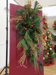 Front Doors Decorated For Christmas by Front Door Show Me Decorating