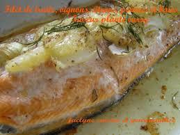 cuisiner truite au four filet de truite cuite au four oignon citrons poivres et baies