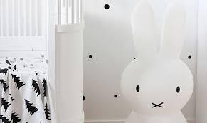 veilleuse chambre bébé idées déco pour une chambre bébé autour de la veilleuse lapin miffy