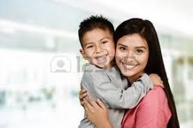 maman baise en cuisine mère et fils banque d images vecteurs et illustrations libres de droits