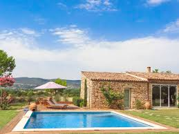 holiday house with pool in provence in roussillon provence