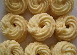 makanan enak berbau keju cara membuat resep kue sagu keju spesial yang renyah